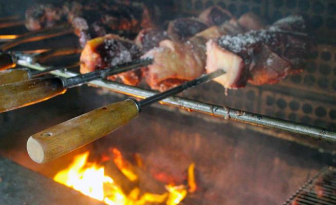 Aproveite as férias pra utilizar a churrasqueira do Sindipetro no CEPE